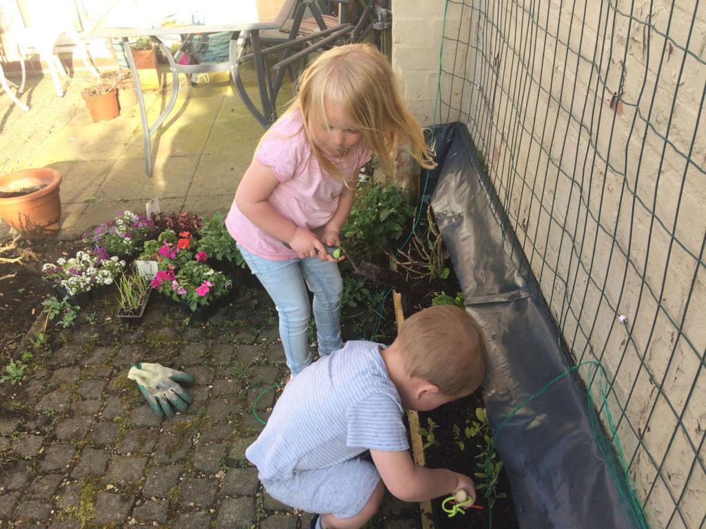 100517-Riverside-Credit-Union-Spring-Blog-kids-gardening